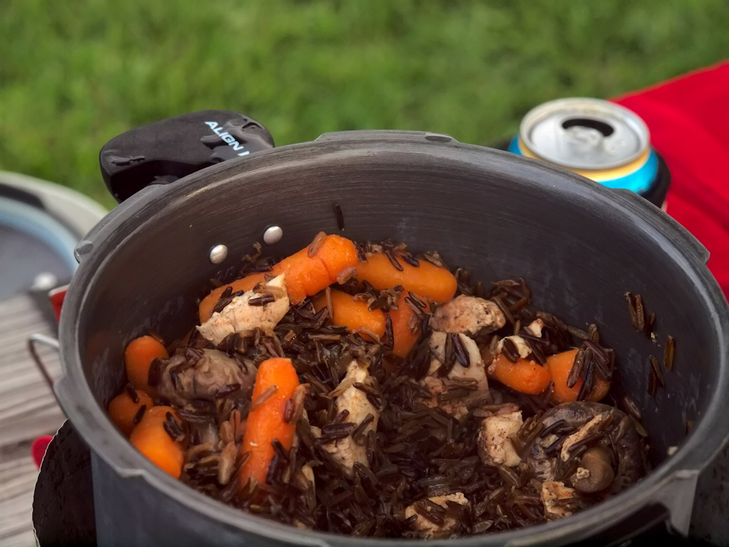 Pot itself is a good anodized aluminum pot 2.5 liters, total weight under 3  pounds. Cooked rice for 15 min, added chicken for 5 min, veggies for 5 min.