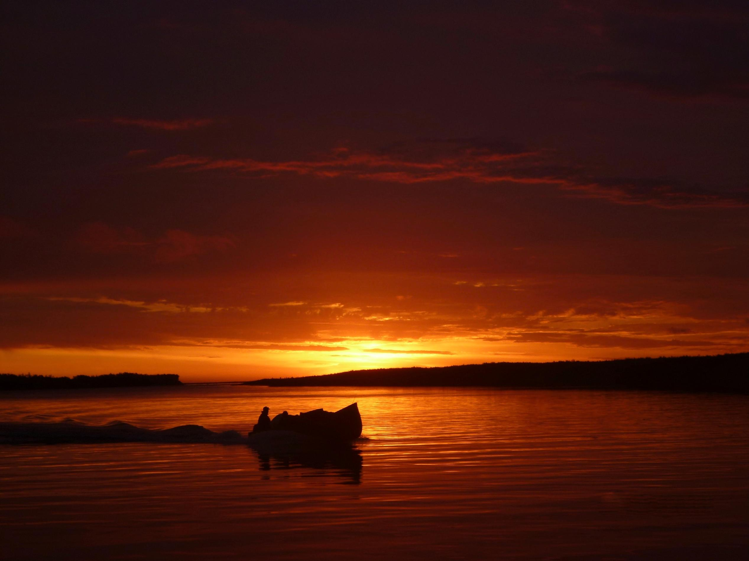 Dawn on the Albany River on James Bay, Kashechewanntario y