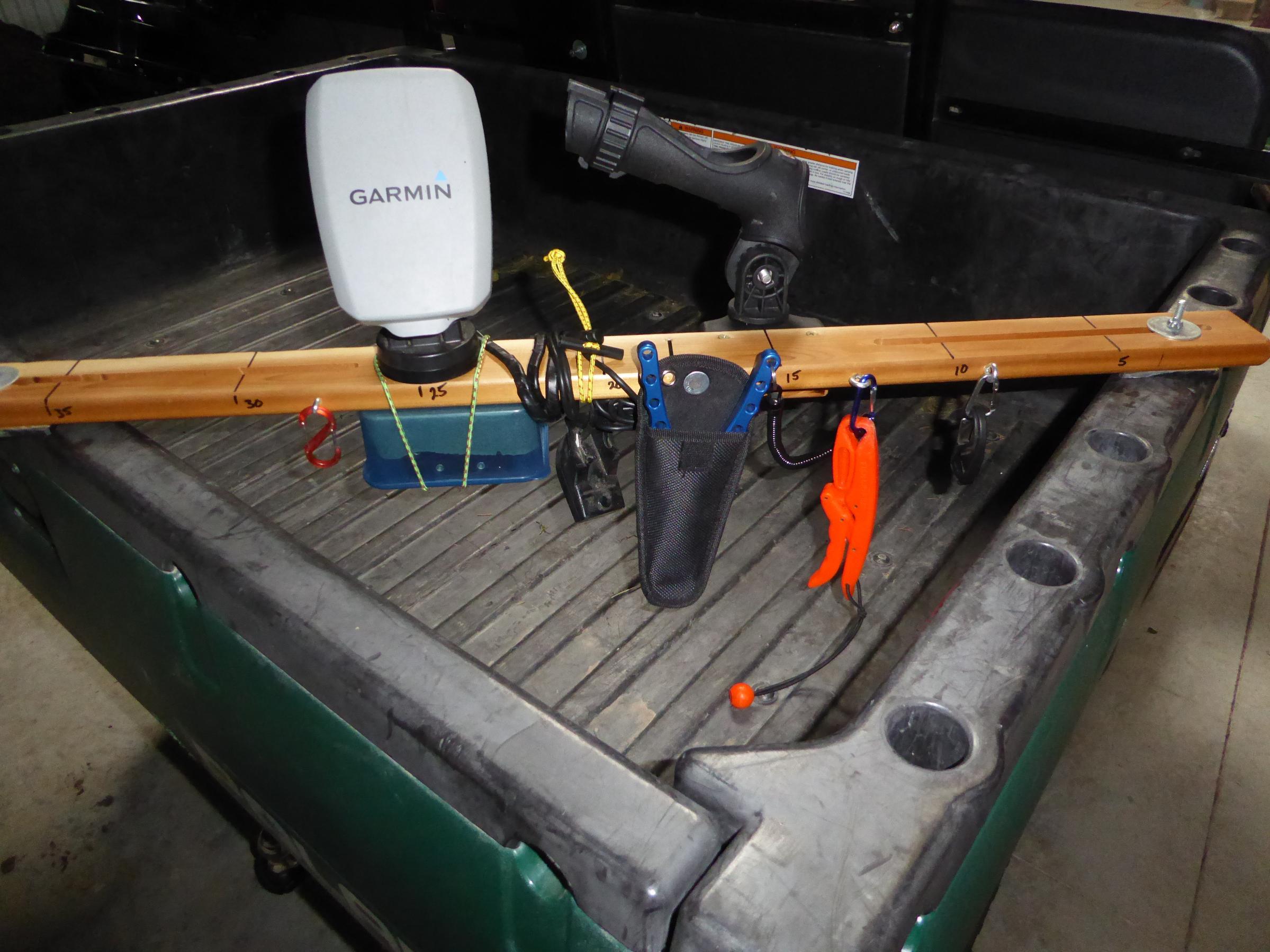 Finder/Rod holder front